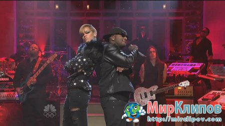 Rihanna Feat. Young Jeezy - Hard (Live, SNL)