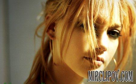 Hilary Duff - Break My Heart (Live)