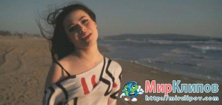 Miranda Cosgrove - Kissin U