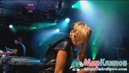 Rihanna - Disturbia (Live, Radio 1S Big Weekend, 2010)