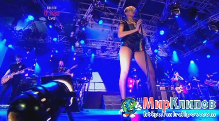 Rihanna - Russian Roulette (Live, Radio 1S Big Weekend, 2010)