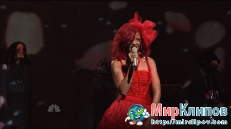 Rihanna - Only Girl (In The World) (Live, SNL, 30.10.10)