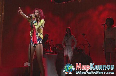 Rihanna - What's My Name (Live, SNL 30.10.10)