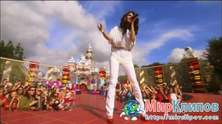 Selena Gomez - Winter Wonderland (Live, Disney Parks Christmas Day Parade)