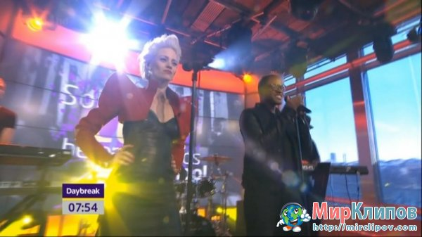 Taio Cruz Feat. Kimberly Wyatt - Higher (Live, ITV1 HD Daybreak)
