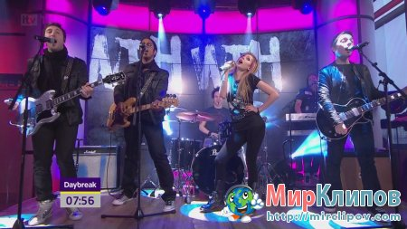 Avril Lavigne - What The Hell (Live, Daybreak, 15.02.11)
