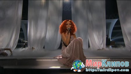 Rihanna - California King Bed (Live, American Idol, 14.04.2011)