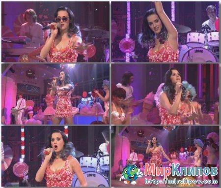 Katy Perry - California Gurls (Live, SNL, 2011)