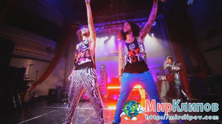 LMFAO - Sorry For Party Rocking (Live, Walmart Soundcheck)