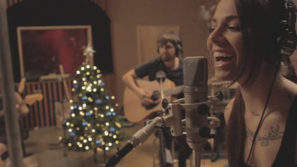 Christina Perri - Happy Xmas (War Is Over) (Live)