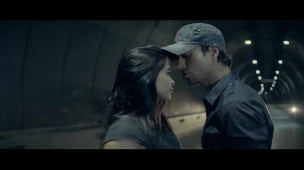 Enrique Iglesias ft. Mickael Carreira - Bailando