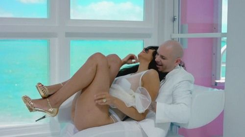 Pitbull ft. Chris Brown - Fun