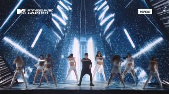 Justin Bieber -  What Do You Mean? (Live, MTV Video Music Awards 2015)
