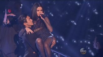 Selena Gomez - Same Old Love (Live, American Music Awards 2015)