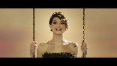 J-Ax & Fedez feat. Alessandra Amoroso - Piccole cose