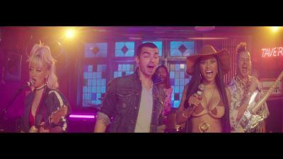 DNCE feat. Nicki Minaj - Kissing Strangers