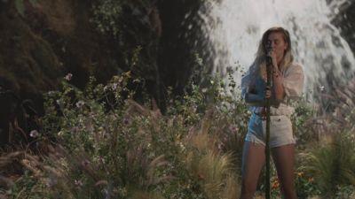 Miley Cyrus - Malibu (The Voice)