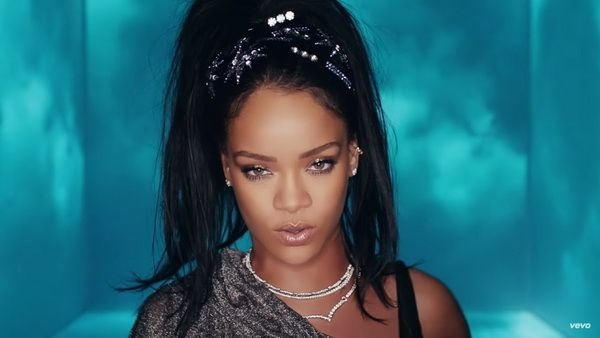 Rihanna & Sia feat. David Guetta - Beautiful People