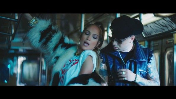 Jennifer Lopez ft. Wisin - Amor, Amor, Amor