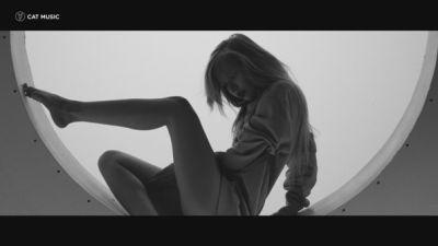 Cristian Sanda feat. JO - Cine esti tu pentru mine