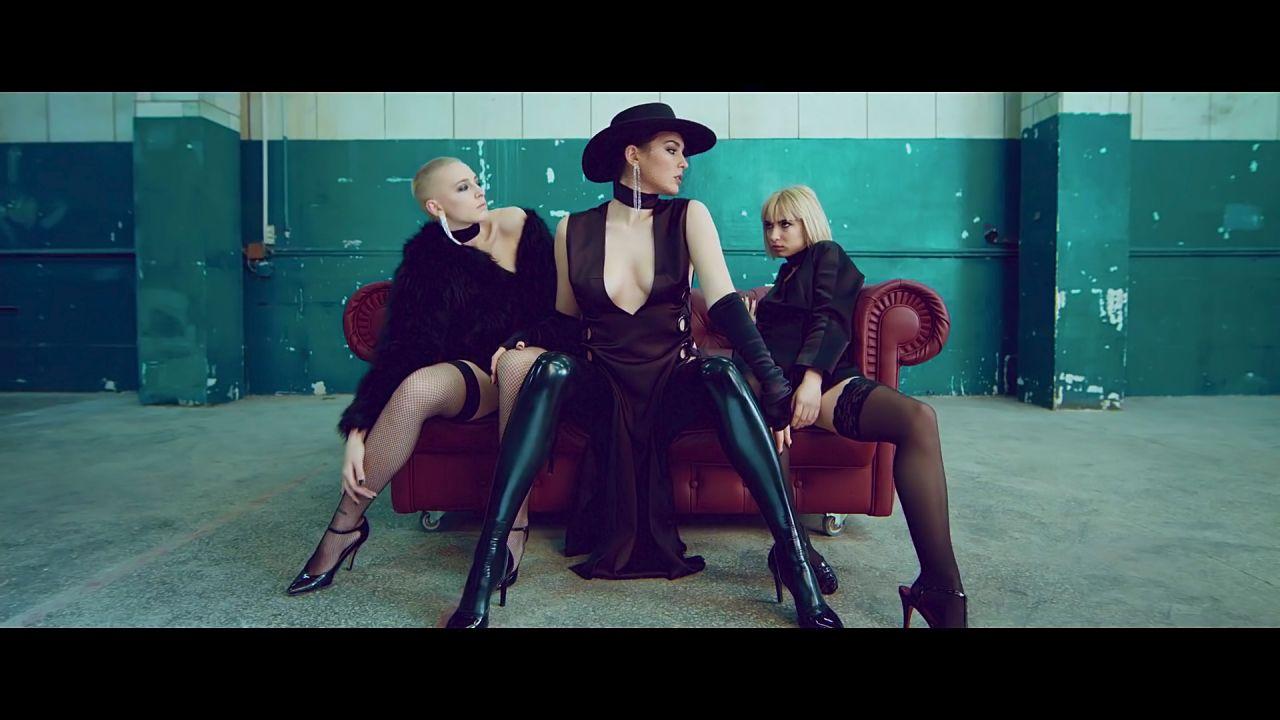 Порно клип про папердосов девичьи попки онлайн