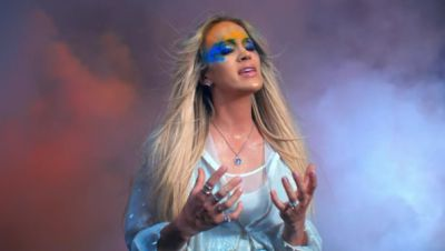 Carrie Underwood - Love Wins