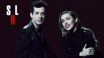 Miley Cyrus, Mark Ronson ft. Sean Ono Lennon - (Happy Xmas) War is Over (Live at SNL)